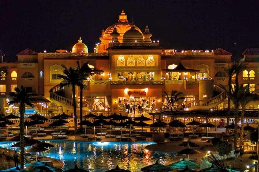 Отель в Хургаде ночью