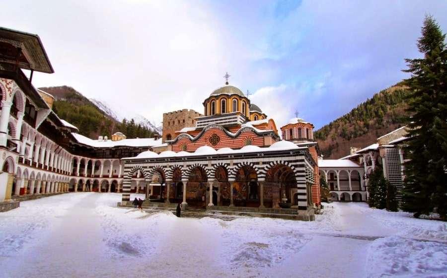 Рильский монастырь зимой