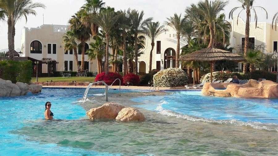 Территория отеля Faraana Reef Resort 4 звезды
