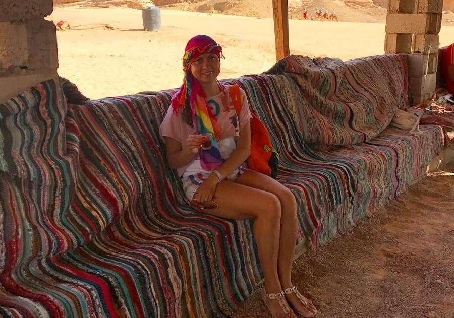 Туристка в гостях у бедуинов