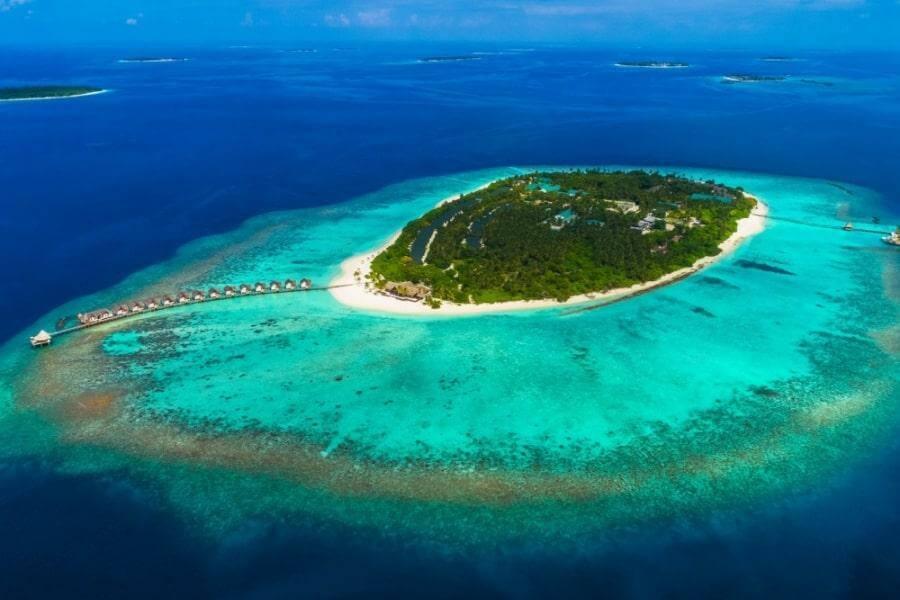 Фото 5-звездочного отеля Furaveri Island Resort на Мальдивах