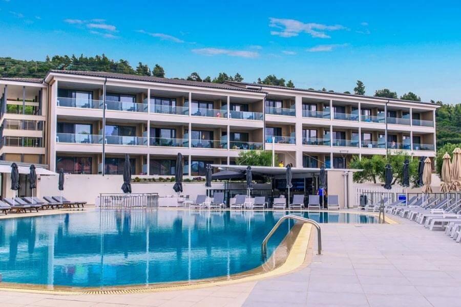 Фото 4-звездочного отеля Lagomandra Beach & Suites в Греции