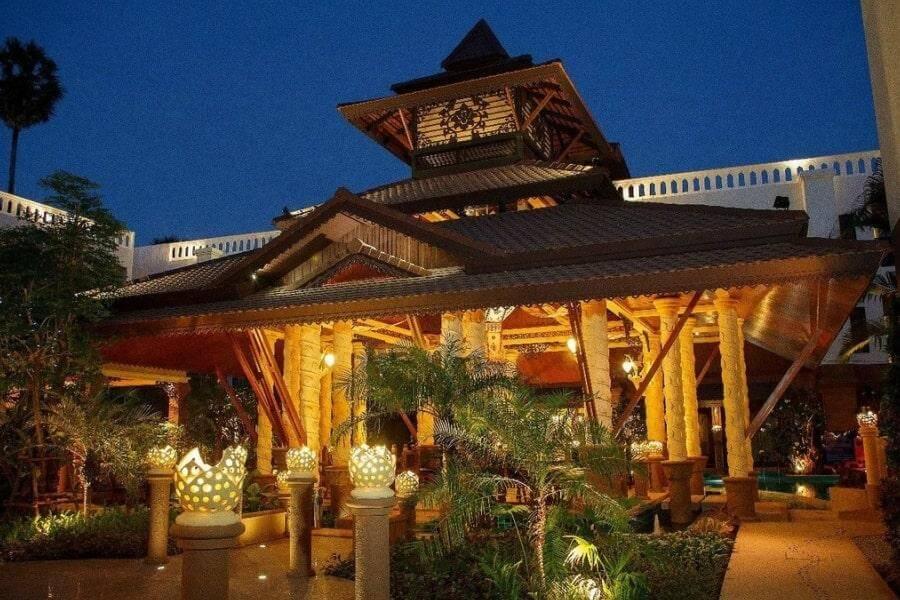 Фото 4-звездочного отеля Shanaya Beach Resort & Spa на Пхукете, Таиланд