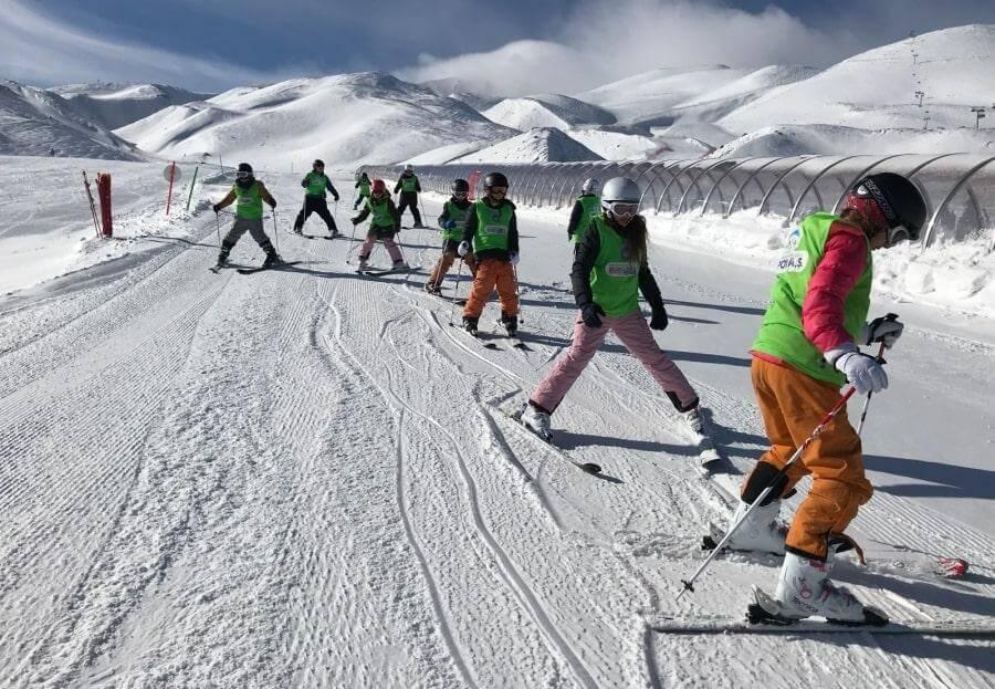 Обучение катанию на лыжах