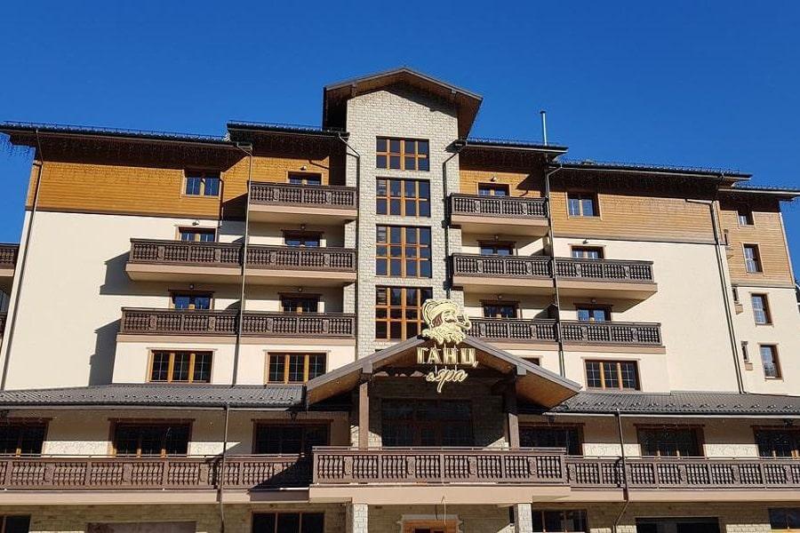 Здание отеля Ganz & SPA 4* в Карпатах