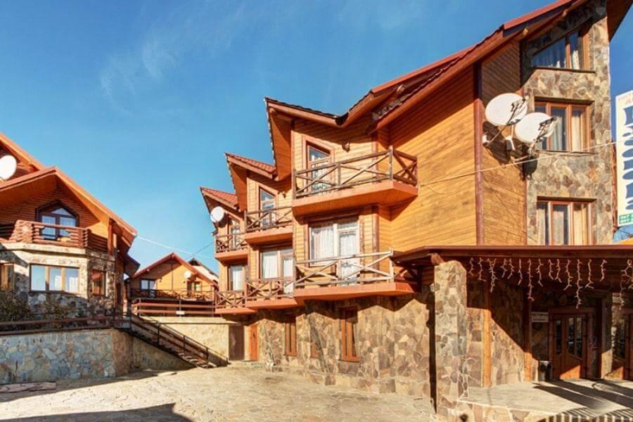 Отельный комплекс Элеонора Садыба в Карпатах